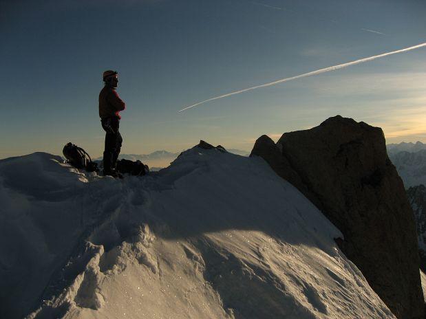 Miha Valič na vrhu zadnjega štiritisočaka - Les Droites